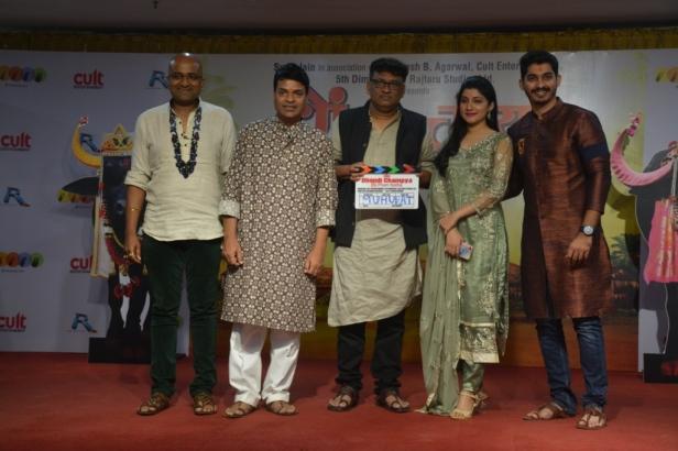 from left Vaibhav Mangle, Bharat Jadhav,Director Dnyanesh Bhalekar,Sayli Patil, Nikhil Chavan